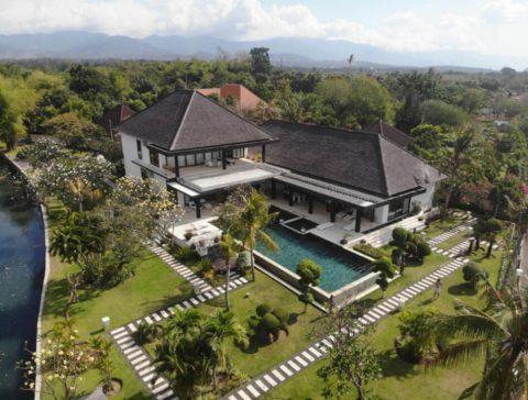 Stunning Beachfront Villa in Bali